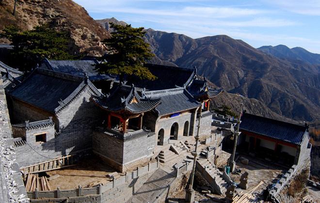 Thời xưa, có rất nhiều cuộc chiến khốc liệt đã diễn ra ở Nhạn Môn Quan. Vì vậy, ngày nay khi đến với điểm du lịch này, du khách không chỉ thăm thú các danh lam thắng cảnh trong khu vực, mà còn được dịp tìm hiểu về lịch sử thăng trầm rất thú vị của vùng biên ải. Ảnh: ChinaImage.