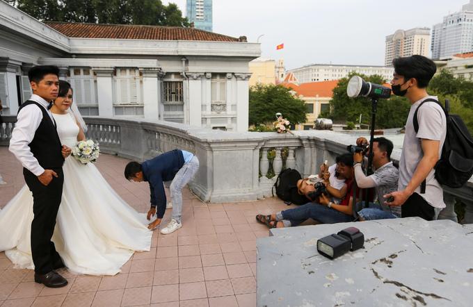 Nhiều cô dâu, chú rể chọn tòa nhà làm điểm lưu lại khoảnh khắc lứa đôi. Tuy nhiên, để vào bên trong họ phải mua vé 400.000 đồng cho cả ê-kíp. Bảo tàng mở cửa từ 7h30 đến 18h mỗi ngày.