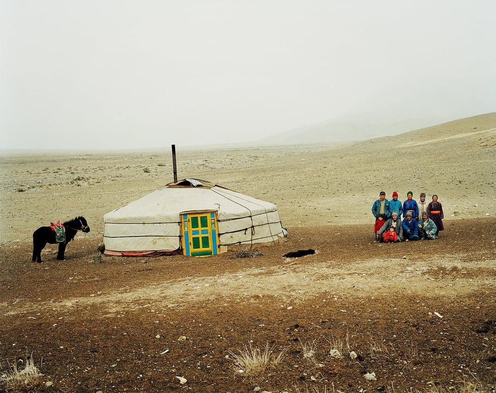 Một lều dựng (yurt) đặc trưng của dân du mục gần hồ Üüreg, miền tây Mông Cổ
