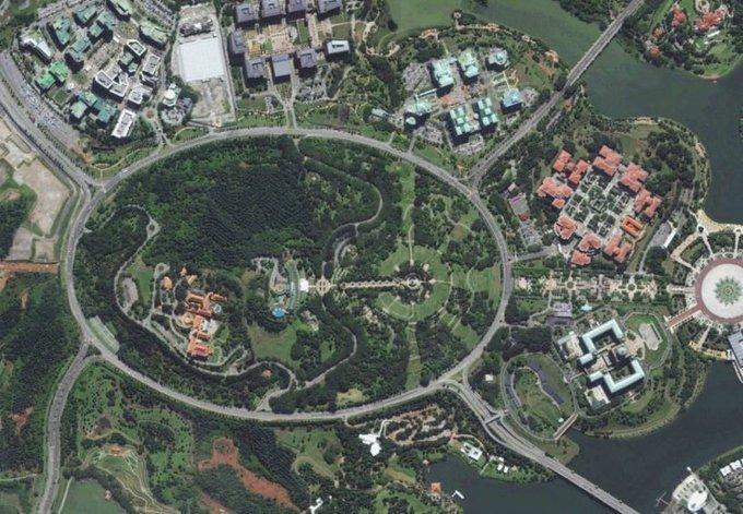 Vòng xuyến dài nhất thế giới tọa lạc tại thành phố Putrajaya (Malaysia). Vòng xuyến hình oval này có chiều dài 3,5 km. Ảnh: About Roundabouts Society.
