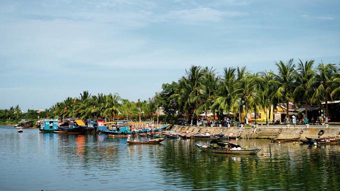 Hội An  Giữa tháng 7, tạp chí Travel + Leisure bình chọn Hội An là một trong 15 thành phố du lịch tốt nhất thế giới năm 2018. Những thành phố được bình chọn vào top tốt nhất đều có kiến trúc đặc sắc, quán ăn độc đáo, văn hóa phong phú, cửa hàng hấp dẫn và Hội An xếp ở vị trí thứ 8.  Với lợi thế nằm gần biển, có cảnh quan đặc trưng, nhiều trải nghiệm hấp dẫn, phố cổ của Việt Nam chưa có tín hiệu giảm nhiệt khi luôn đón đông du khách vào mỗi kỳ nghỉ.
