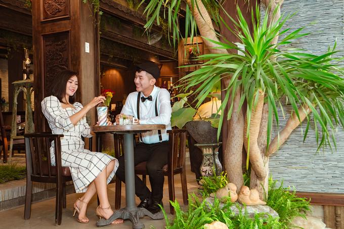 Cậu Hai Đồng Khởi  Mang không khí xưa, quán cà phê này có hướng nhìn ra con đường trung tâm Sài Gòn. Toàn bộ nội thất mang tông nâu, cộng thêm ánh đèn vàng đem lại sự ấm áp và nhẹ nhàng.