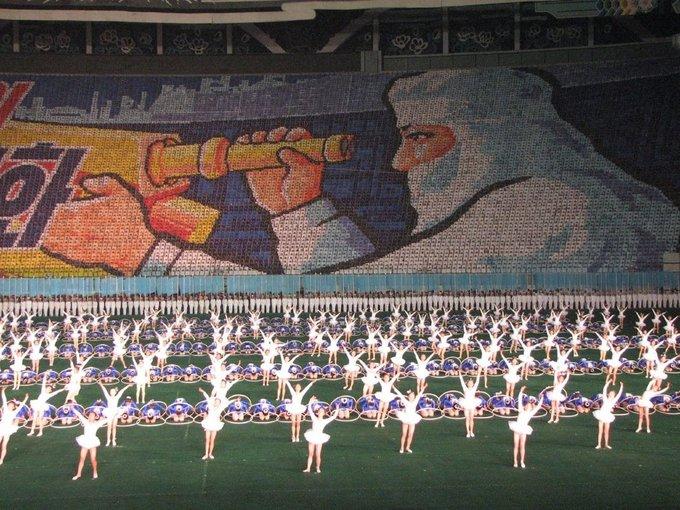 Lễ hội thường diễn ra vào tháng 8 hoặc tháng 9 hàng năm. Sách Kỷ lục Guinness thế giới đã ghi nhận Arirang có màn đồng diễn thể dục dụng cụ lớn nhất thế giới với 100.090 người tham gia vào năm 2007. Ảnh: Chris Price/Flickr.