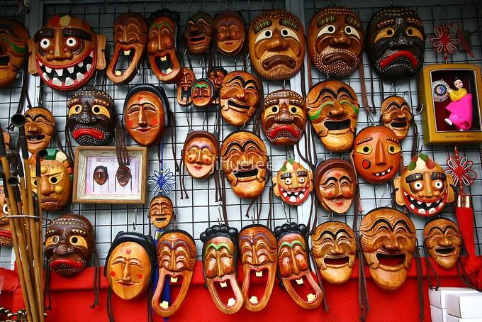 """Trong tiếng Hàn, """"tal"""" nghĩa là """"mặt nạ"""". Đối với người Hàn Quốc cổ đại, tal là biểu tượng thiêng liêng của các vị thần và thường xuất hiện trong nhiều hoạt động văn hóa từ giải trí tới nghi lễ cưới hỏi. Ảnh: Pinterest."""