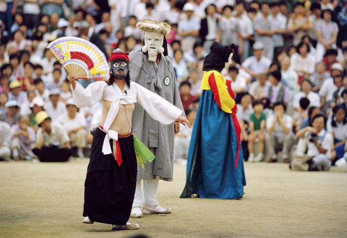 Có ít nhất 13 hình thức khác nhau của lối biểu diễn talchum vẫn còn được lưu giữ tại Hàn Quốc ngày nay. Ảnh: antiquealive.