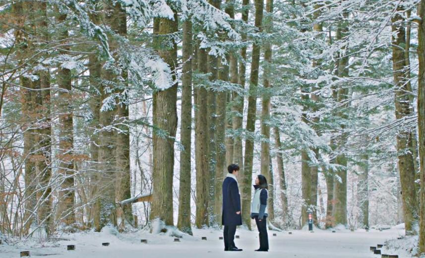 Đền Woljeongsa (Gangwondo, Hàn Quốc): Khu du lịch này là một trong những nơi rất nổi tiếng, nhờ vào địa điểm trượt tuyết, nghỉ dưỡng gần đó và cánh rừng lớn tuyệt đẹp. Nơi này là một trong những điểm đến được xem là đẹp nhất Hàn Quốc khi vào đông, với cánh rừng trắng muốt, rộng bát ngát như trong những câu chuyện cổ tích. Ảnh: Memago