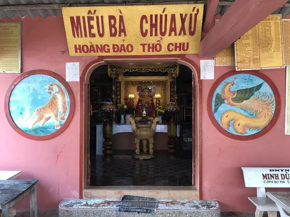 khong-but-muc-nao-ta-xiet-ve-dep-cua-quan-dao-tho-chu-ivivu-5
