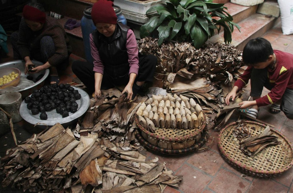 Làng Giá là một vùng quê nằm bên sông Đáy thuộc xã Yên Sở, huyện Hoài Đức, Hà Nội, với cả trăm gia đình giữ nghề làm bánh gai. Trước kia, bánh chỉ bán vào dịp Tết để ăn chơi. Nhưng gần đây, bánh làm quanh năm để phục vụ cho thị trường.