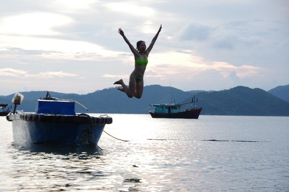 Nằm trong khu du lịch Quan Lạn - Vân Đồn (Quảng Ninh), Hòn Gội là điểm đến hoàn toàn mới và lý tưởng cho những du khách yêu thích hòa mình cùng thiên nhiên hoang sơ.