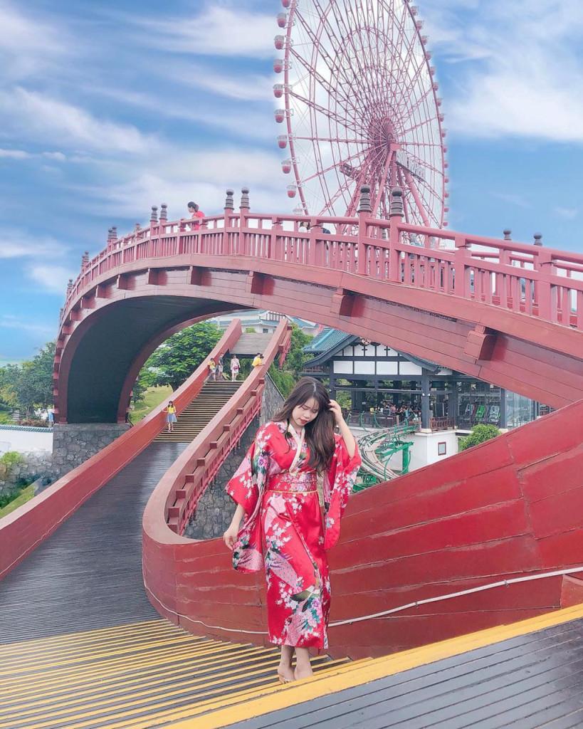 Công viên chủ đề lớn nhất Đông Nam Á là điểm nhấn trong du lịch của Quảng Ninh. Ảnh: @metrip, @teton93.