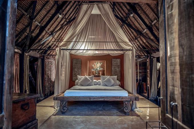 Phòng ốc đầy đủ tiện nghi, trang trí đơn giản, lãng mạn và lý tưởng dành cho các cặp đôi hoặc chuyến trăng mật ngọt ngào. Giá phòng thấp nhất tầm 260 USD/đêm (khoảng 6 triệu đồng) cho hai người.