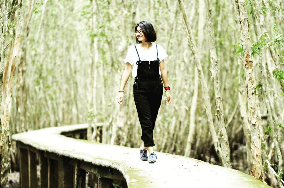 Làng nổi Tân Lập (Long An): Du lịch tới vùng Đồng bằng sông Cửu Long, du khách nhất định phải ghé làng nổi ẩn mình trong rừng tràm xanh ngút ngàn ở Long An. Làng Tân Lập thuộc địa phận xã Mộc Hóa, còn có tên gọi khác là rừng tràm Tân Lập. Tới đây, bạn sẽ được khám phá con đường mòn xuyên rừng, chiêm ngưỡng những rặng tràm cao ngút trời, xanh mát.Ảnh: le.quynh.98.
