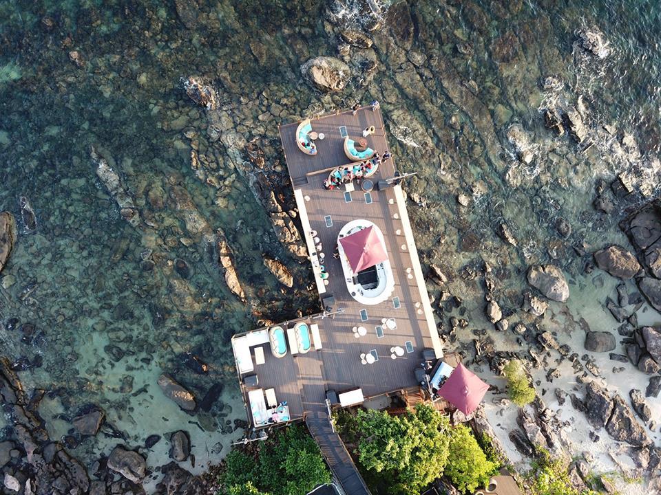 Đảo Phú Quốc (Kiên Giang): Liên tục cho ra đời nhiều resort đẳng cấp thế giới như JW Marriot, Premier Village, Nam Nghi hay InterContinental… bên cạnh đó là cáp treo vượt biển dài nhất thế giới, Phú Quốc sẽ còn là điểm đến khiến nhiều du khách tìm đến và quay lại nhiều lần nữa. Ngoài hải sản ngon, biển đẹp, Phú Quốc còn sở hữu cả một khu rừng nguyên sinh rộng lớn với nhiều loại hình du lịch thú vị mà hiếm nơi nào có được. Ảnh: Nam Nghi