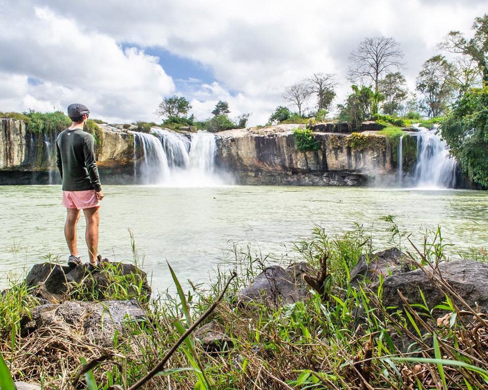 Cụm thác Dray Sap: Hệ thống 3 thác Gia Long, Dray Nur, Dray Sap nằm địa phận giữa hai tỉnh Đắk Lắk và Đăk Nông. Cách Buôn Ma Thuột khoảng 30 km, với diện tích đến 1.600 ha bạt ngàn cùng cảnh vật thiên nhiên hùng vĩ, hoang sơ, nơi đây trở thành địa điểm check-in số một của các du khách khi ghé tới thành phố này. Không chỉ khiến nhiều du khách nao lòng trước vẻ đẹp nên thơ, trữ tình mà giá trị văn hóa, lịch sử gắn liền với địa danh này cũng gây được ấn tượng mạnh đối với ai từng ghé qua. Ảnh: @igangeldel.