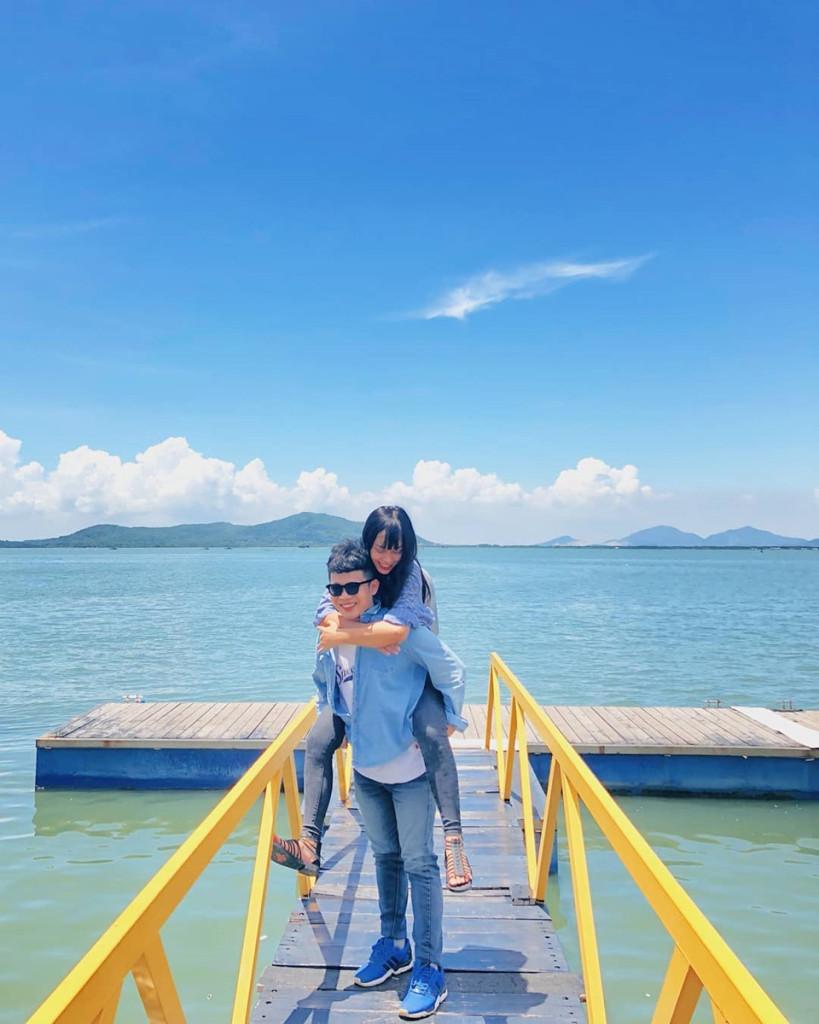 Bến du thuyền Marina: Khu check-in sang chảnh này là bến du thuyền đầu tiên của thành phố Vũng Tàu. Ngay từ khi ra mắt, nhiều du khách trong và ngoài nước đã rủ nhau đến đây chụp hình và trải nghiệm dịch vụ. Chiếc cầu màu vàng hay các du thuyền lênh đênh trên mặt nước trở thành phông nền cực chất trong những tấm hình của du khách tham quan. Ảnh: @antay, @nanye.