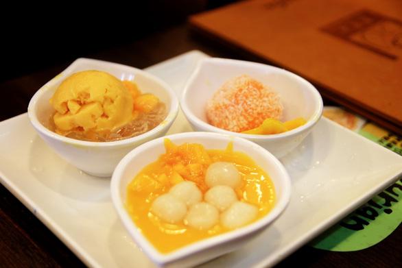 Xoài nếp cẩm, mochi xoài, xoài với kem vani là những món phải thử khi tới Hui Lau Shan - Ảnh: DƯƠNG QUÁN HẠ
