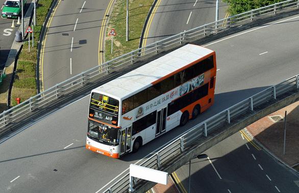 Xe bus từ sân bay về trung tâm Kong Hong là lựa chọn của nhiều người vì chi phí rẻ - Ảnh: DƯƠNG QUÁN HẠ