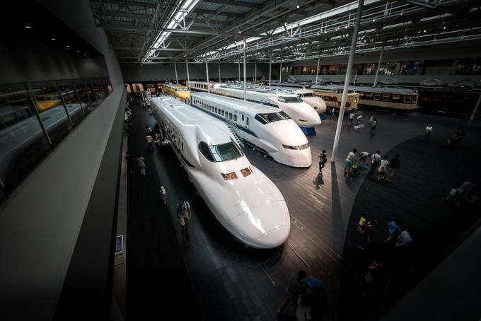 Công viên đường sắt SCMaglev  Bạn muốn khám phá những nét thú vị của giao thông Nhật Bản, hãy đến công viên đường sắt SCMaglev. Nơi đây trưng bày một số mô hình xe lửa. Đến đây bạn sẽ được cung cấp những thông tin liên quan đến ngành giao thông đường sắt, và nhìn thấy sự thay đổi khác nhau theo thời gian ở những toa tàu được trưng bày. Ảnh: Japantimes.