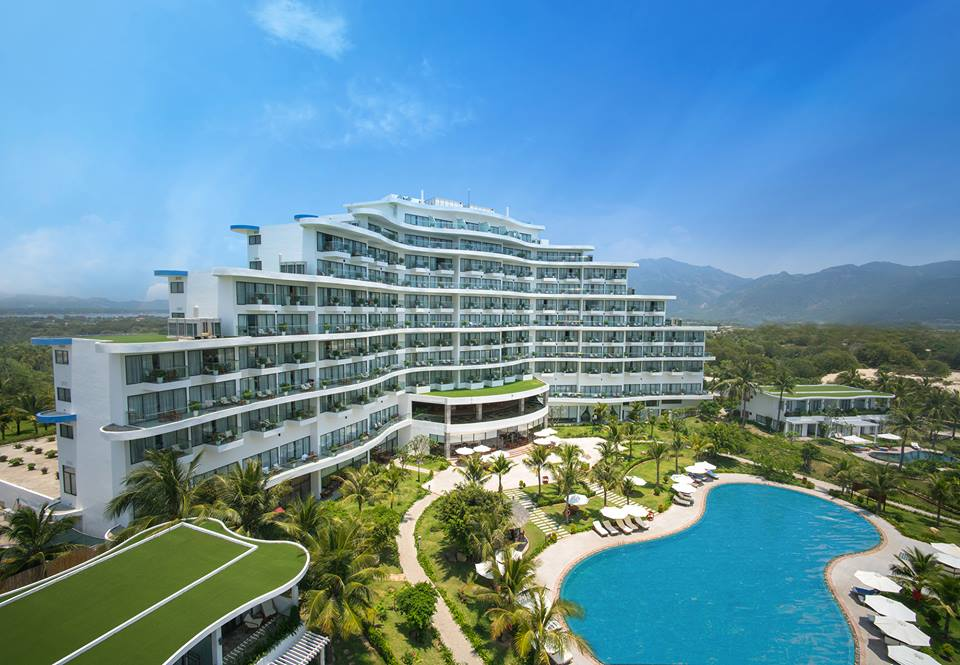 Cam-Ranh-Riviera-Beach-Resort-Spa-ivivu-1