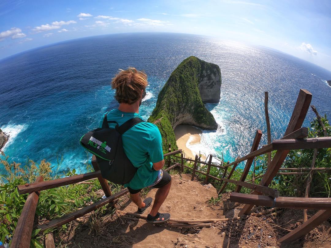 Bali (Indonesia): Vẫn giữ phong độ là thiên đường nghỉ dưỡng của châu Á, Bali sở hữu những dịch vụ du lịch cao cấp hoà mình với thiên nhiên hùng vĩ. Đến Bali, bạn không thể bỏ qua những ngôi đền cổ kính của người Indo, ruộng bậc thang và những ngọn thác Ubud hay những bãi biển cát trắng đẹp tựa thiên đường ở Nusa Penida. Ảnh: Brian Piette
