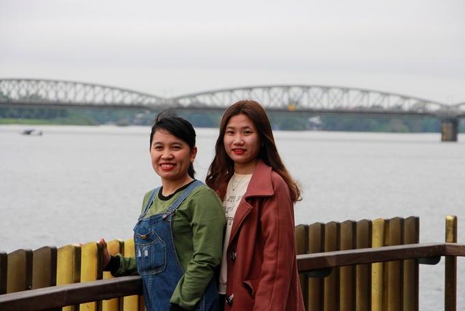 Đơn vị thiết kế cũng dựng nhiều ban công ngắm cảnh trên tuyến đường đi bộ để du khách và người dân có thể thưởng ngoạn dòng sông Hương.