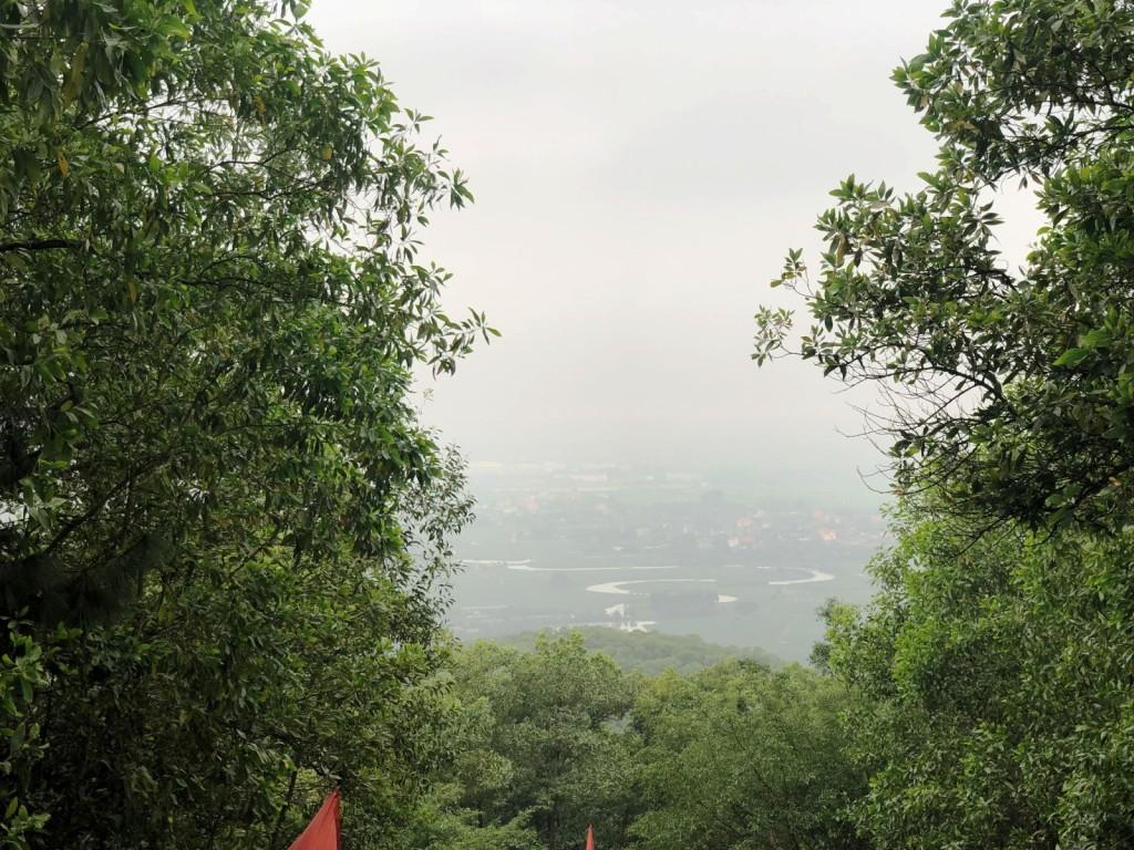 Những ngày trời quang, từ đỉnh núi An Phụ có thể ngắm toàn cảnh vùng Kinh Môn với dòng Kinh Thầy uốn khúc. Năm 1992, di tích lịch sử văn hóa, danh lam thắng cảnh Đền Cao An Phụ đã được xếp hạng là di tích cấp Quốc gia. Ngày 22/12/2016, khu di tích An Phụ - Kính Chủ - Nhẫm Dương của huyện Kinh Môn đã được nhà nước xếp hạng quần thể di tích quốc gia đặc biệt, là di tích thứ 2 của Hải Dương được công nhận sau Côn Sơn - Kiếp Bạc.