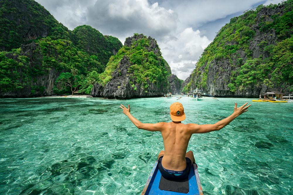 1. Palawan (Philippines): Dẫn đầu trong danh sách top điểm đến 2019 bạn nên đến khám phá chính là quần đảo Palawan xinh đẹp của đất nước Philippines. Đến đây, bạn sẽ được khám phá dòng sông ngầm Puerto Princesa xinh đẹp, đắm mình trong làn nước biển El Nido xanh mướt. Chưa hết, bạn còn được tận mắt chiêm ngưỡng hệ thống đầm phá, ao hồ, rạn san hô phong phú bậc nhất thế giới… Ảnh: Journeyera