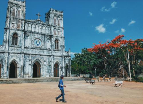 Nhà thờ Mằng Lăng còn là nơi lưu giữ cuốn sách quốc ngữ đầu tiên của Việt Nam. Ảnh: Tâm Linh.