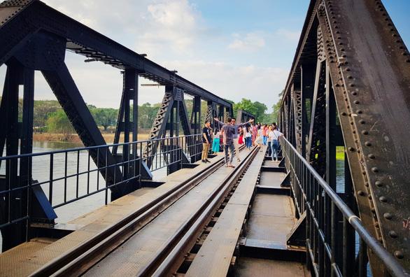 Cầu sắt bắc qua sông Kwai nổi tiếng của tỉnh Kanchanaburi