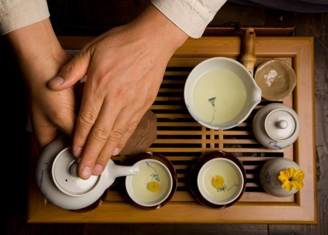 Du khách còn có thể tham gia một buổi trà đạo theo phong cách truyền thống của Hàn Quốc. Ngoài ra, còn có các góc học chơi nhạc cụ truyền thống, học viết thư pháp…