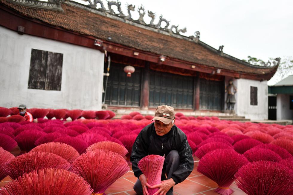 Sau thời gian phơi sẽ dần ngả sang màu hồng sáng - Ảnh: AFP