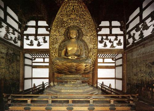 Tượng Phật Thích Ca được ghép từ nhiều mảnh gỗ hoàn hảo dưới bàn tay của nghệ nhân Jocho. Ảnh: Fastjapan.