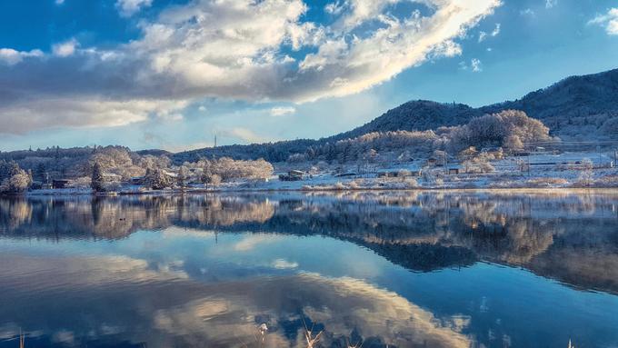 Thiên nhiên không chỉ ưu đãi cho Hakuba dãy núi Alps hùng vĩ, nhiều mạch nước nóng thuần khiết, mà còn cả những lòng hồ đẹp tựa cõi tiên. Thay vì đến hồ Happo nổi tiếng, tôi đi ngược về hướng Omachi, để đến quần thể hồ Nishina Sanko.