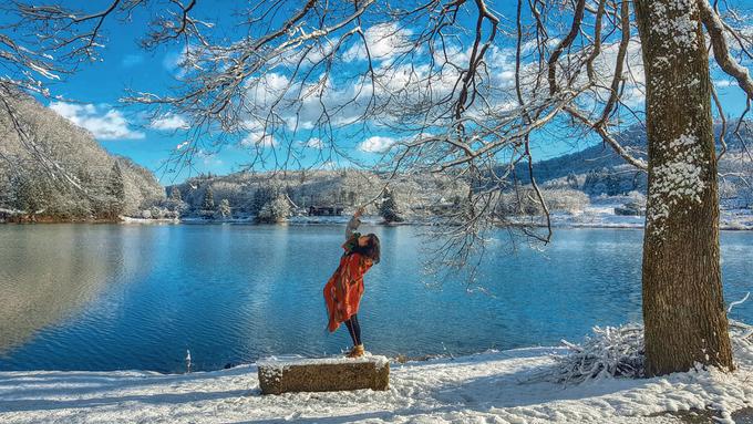 Quần thể gồm ba hồ Aoki, Nakatsuna và Kizaki, có độ lớn nhỏ khác nhau, nhưng đều mang một vẻ đẹp chung với mặt nước trong vắt như tấm gương song sinh của bầu trời. Vào mùa đông, những nhánh cây anh đào nặng trĩu tuyết trắng, chỉ cần một cơn gió thổi qua, cả một bầu trời mưa tuyết bay lãng đãng.