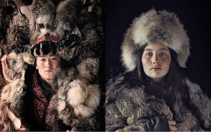 """Người Kazakhstan là hậu duệ của các nhóm thổ dân Thổ Nhĩ Kỳ, Mông Cổ, Ấn Độ và người Hun. Họ cư trú trên lãnh thổ giữa Siberia và biển Đen. Ngựa và đại bàng là """"đôi cánh"""" của người dân nơi đây, vì vậy từ xa xưa họ đã có kỹ năng săn đại bàng thuần thục. Họ tin tưởng vào các lực lượng siêu nhiên như tổ tiên, lửa, cái thiện và ác."""
