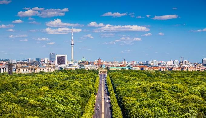 Berlin được xem là thành phố xanh nhất ở Đức khi 44% diện tích là rừng, cây xanh và kênh, hồ. Để trải nghiệm, du khách nên tới thăm thành phố vào những tháng hè. Ảnh: Adventure Travel.