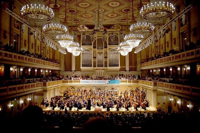 Berlin có 3 nhà hát opera mang tầm quốc tế đang hoạt động với sức chứa hàng nghìn người. Trong ảnh là nhà hát Konzerthaus Berlin với hội trường hình hộp giày có 1.600 chỗ ngồi. Berlin cũng có hơn 150 rạp chiếu phim và hội trường, phục vụ các sự kiện. Ảnh: Antonio Castello.