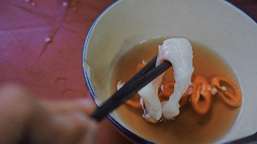 Cá là món ăn kèm được thực khách ưa chuộng nhất. Ảnh: Di Vỹ.
