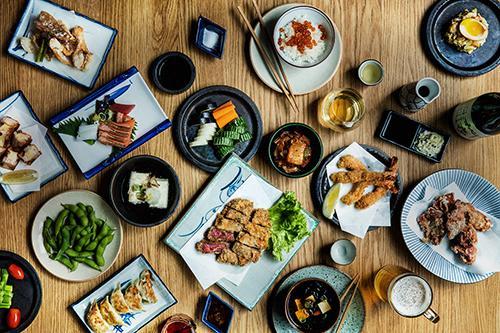 """Các món ăn """"tiêu chuẩn"""" trong Izakaya. Ảnh: Jah Izakaya & Sake Bar."""