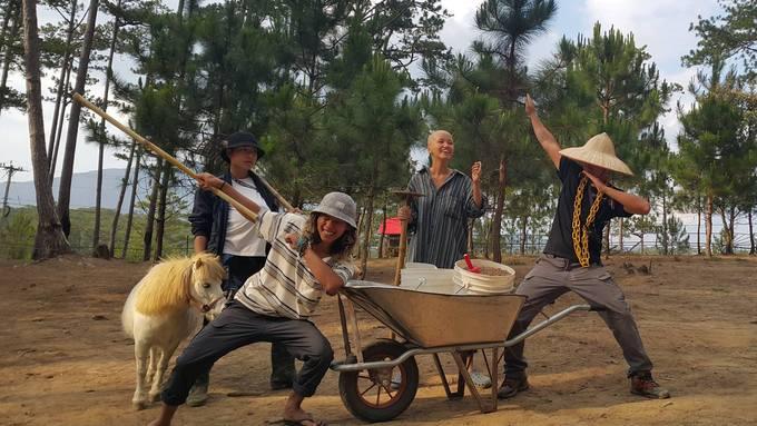 Vườn thú được thực hiện theo mô hình của ZooDoo Tasmania (Australia) và để tạo nên một sân chơi lành mạnh, việc cần thiết nhất là đội ngũ nhân viên phải am hiểu về các loài thú. Vì thế mà các zookeeper được các chuyên gia về chăm sóc thú của Australia huấn luyện thường xuyên để nuôi dưỡng tình yêu với động vật.