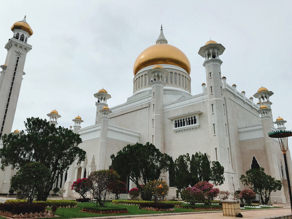 Nhà thờ Sultan Omar Ali Saifuddin - Ảnh: NGÔ HOÀNG ANH