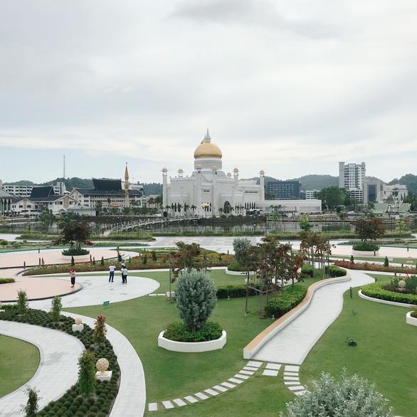 Nhà thờ Sultan Omar Ali Saifuddin - Ảnh: HOÀNG ANH