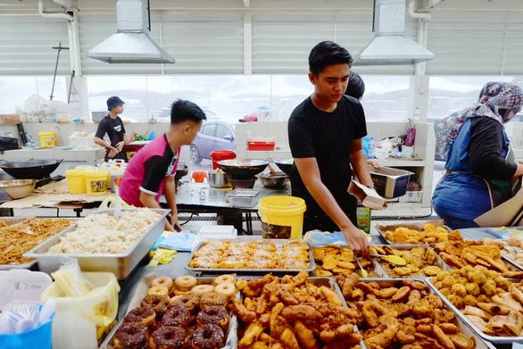 Chợ đêm Brunei - Ảnh: NGÔ HOÀNG ANH