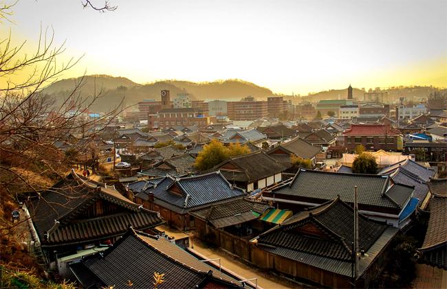 Những mái nhà cổ của Jeonju.