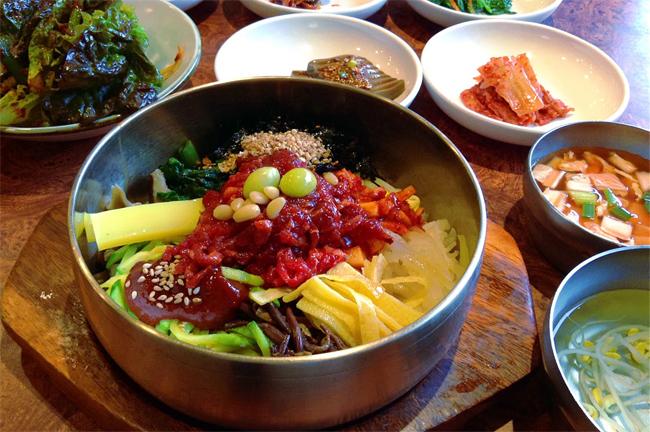Món cơm trộn nổi tiếng bibimbap.