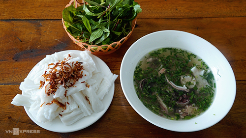 Bánh mướt là đặc sản dễ tìm ở Nghệ An. Ảnh: Di Vỹ.
