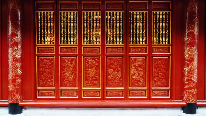 Vật liệu dựng đền sau này đều làm bằng gỗ, được chạm trổ công phu với các hoạ tiết long, lân, quy, phụng.