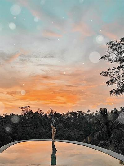 """Ngoài khu nghỉ này, cô nàng 9X dành phần lớn thời gian để khám phá các điểm đến mới lạ, ít được khách du lịch thông thường khai phá. Kim cho rằng, Bali thực sự là """"thiên đường sống ảo mọi góc mọi nơi, đi mà quên lối về""""."""