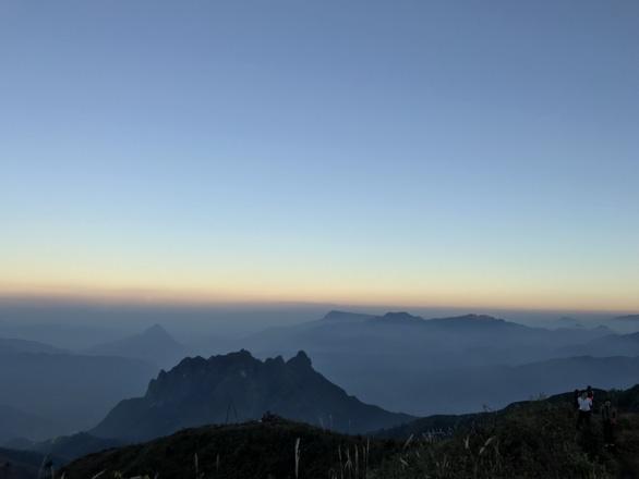 Bình minh trên đỉnh Núi Muối