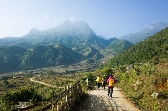 Đường trekking lên núi Muối